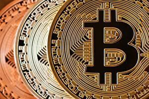 Bitcoin_Closeup_Coins_600364_600x400.jpg